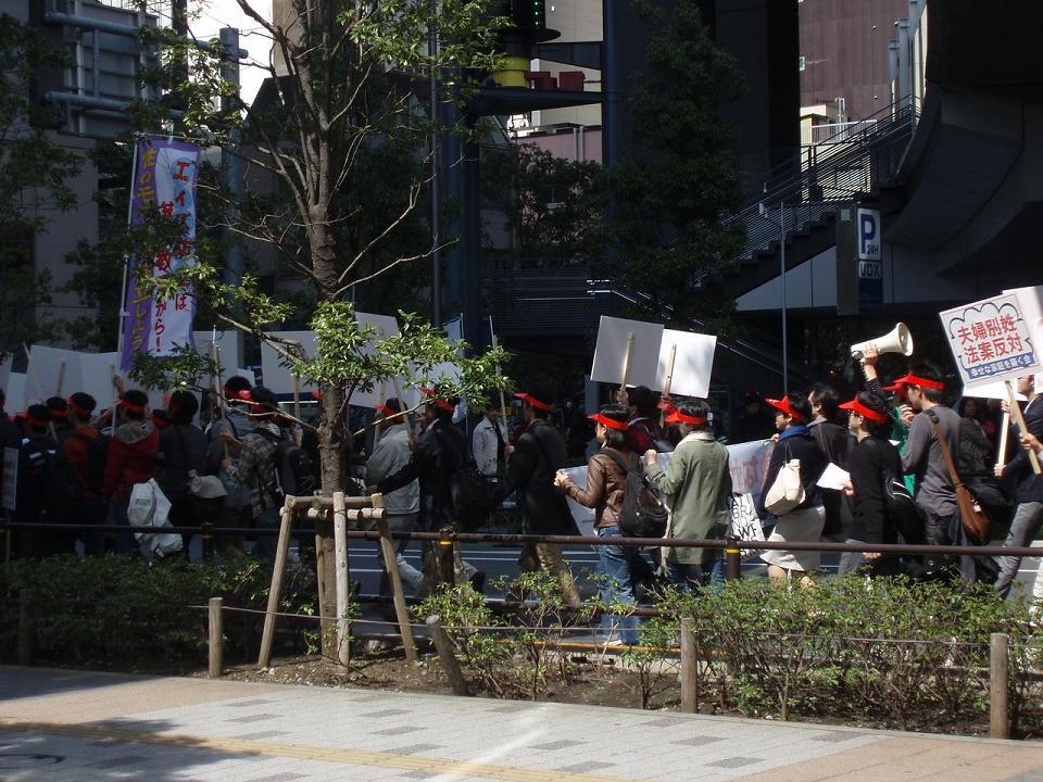 統一協会が秋葉原でデモ行進 「児童ポルノ規制強化」を訴える_f0030574_0421355.jpg