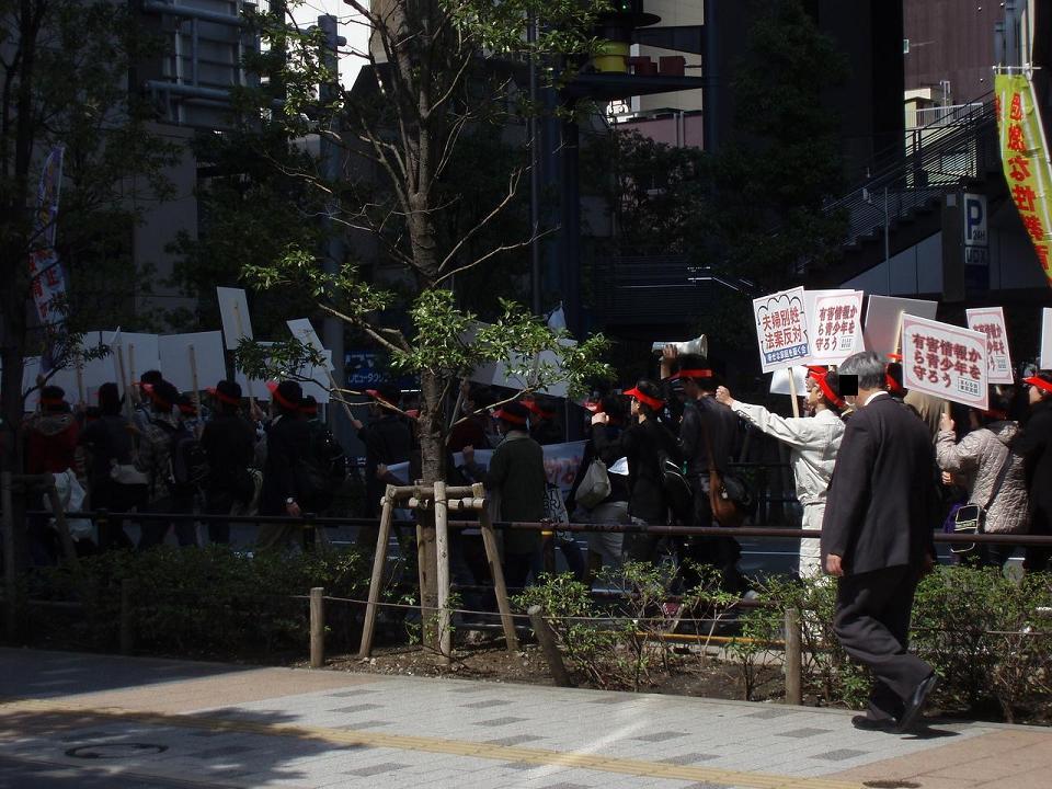 統一協会が秋葉原でデモ行進 「児童ポルノ規制強化」を訴える_f0030574_0494527.jpg