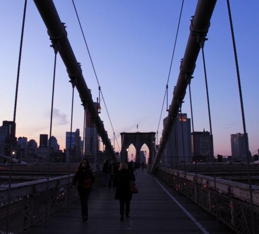 ブルックリン・ブリッジからDUMBOへ:ニューヨークの夜景を楽しむ_b0007805_21465072.jpg