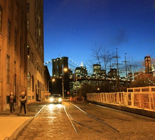 ブルックリン・ブリッジからDUMBOへ:ニューヨークの夜景を楽しむ_b0007805_2202658.jpg