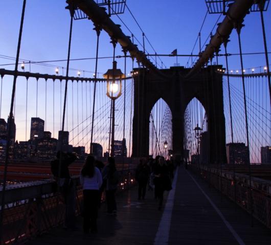 ブルックリン・ブリッジからDUMBOへ:ニューヨークの夜景を楽しむ_b0007805_22354380.jpg