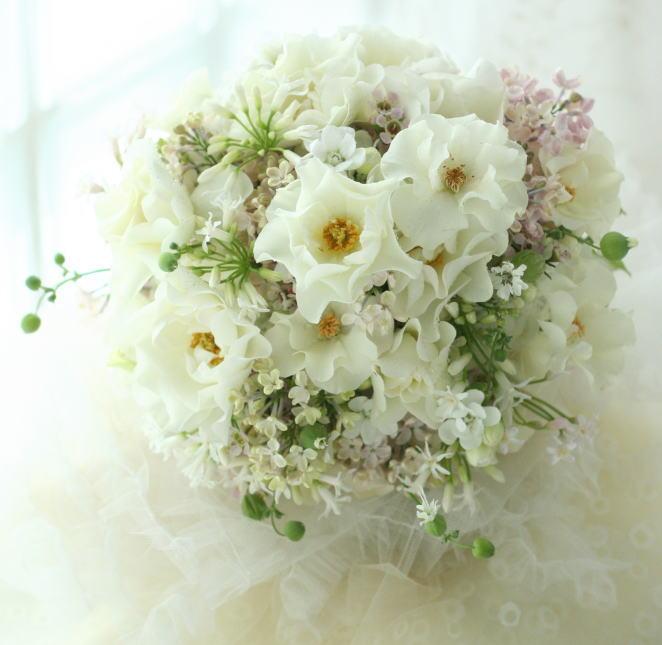 ブーケ 野の花のようなバラとレストルームの装花_a0042928_1975279.jpg