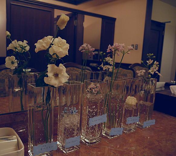 ブーケ 野の花のようなバラとレストルームの装花_a0042928_1982533.jpg