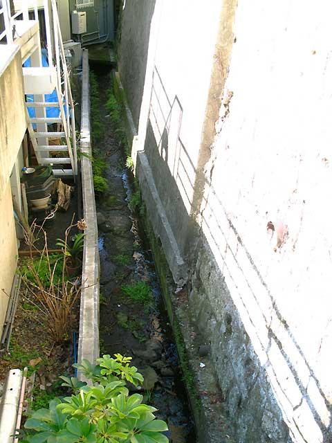 六本木、麻布十番、元麻布の川跡(2)旧麻布宮村町の湧水の流れ_c0163001_028374.jpg
