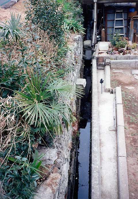 六本木、麻布十番、元麻布の川跡(2)旧麻布宮村町の湧水の流れ_c0163001_0295235.jpg