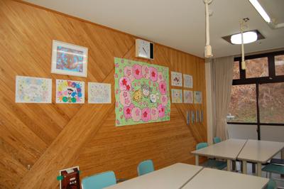 みんなで作った桜の貼り絵が完成。_a0154110_16371324.jpg
