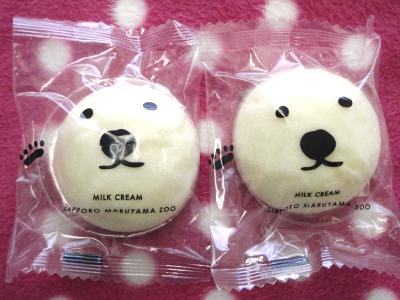 札幌の白クマタイムズスクエアと我が家の白クマ_b0001465_18442125.jpg