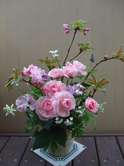 オークリーフ(八重桜と薔薇・てまりのアレンジメント)_f0049672_12421214.jpg