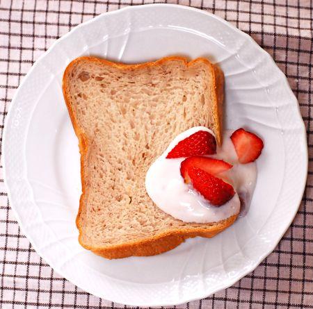 いちごみるく食パン_f0174982_15474869.jpg