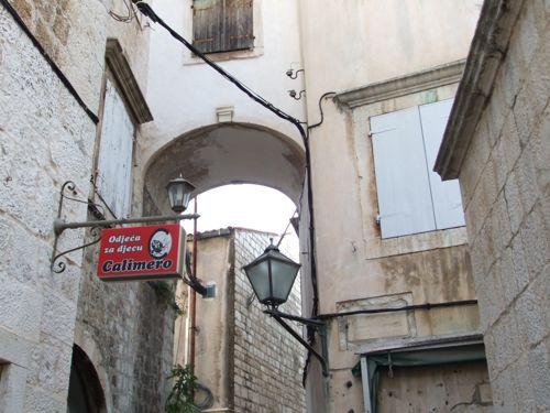 クロアチア(トロギール)聖ロヴロ大聖堂_d0148902_2113668.jpg