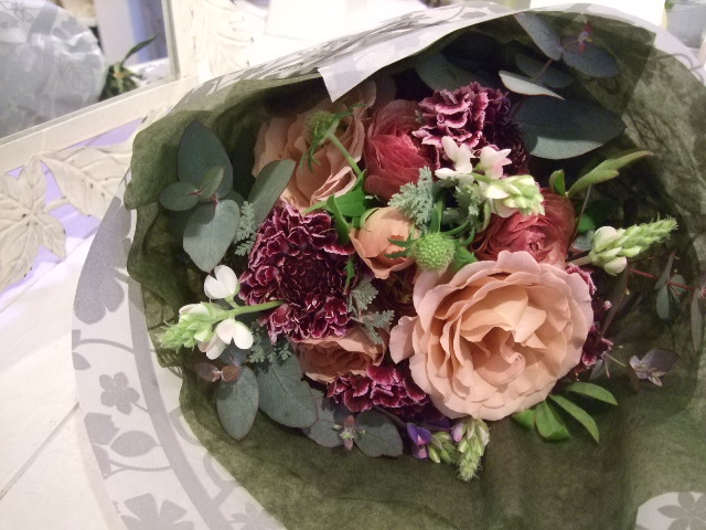 オークリーフ花の教室(遠藤さんの作品)_f0049672_1713919.jpg