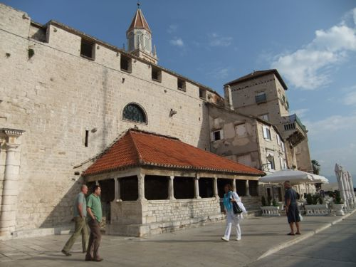 クロアチア(トロギール)聖ロヴロ大聖堂_d0148902_118541.jpg