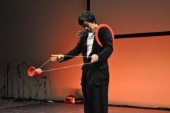メディアテークでジャグリング(昨年の出演)_b0008475_19244610.jpg