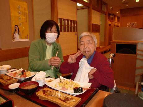 外食、寿司。_e0164724_2259522.jpg