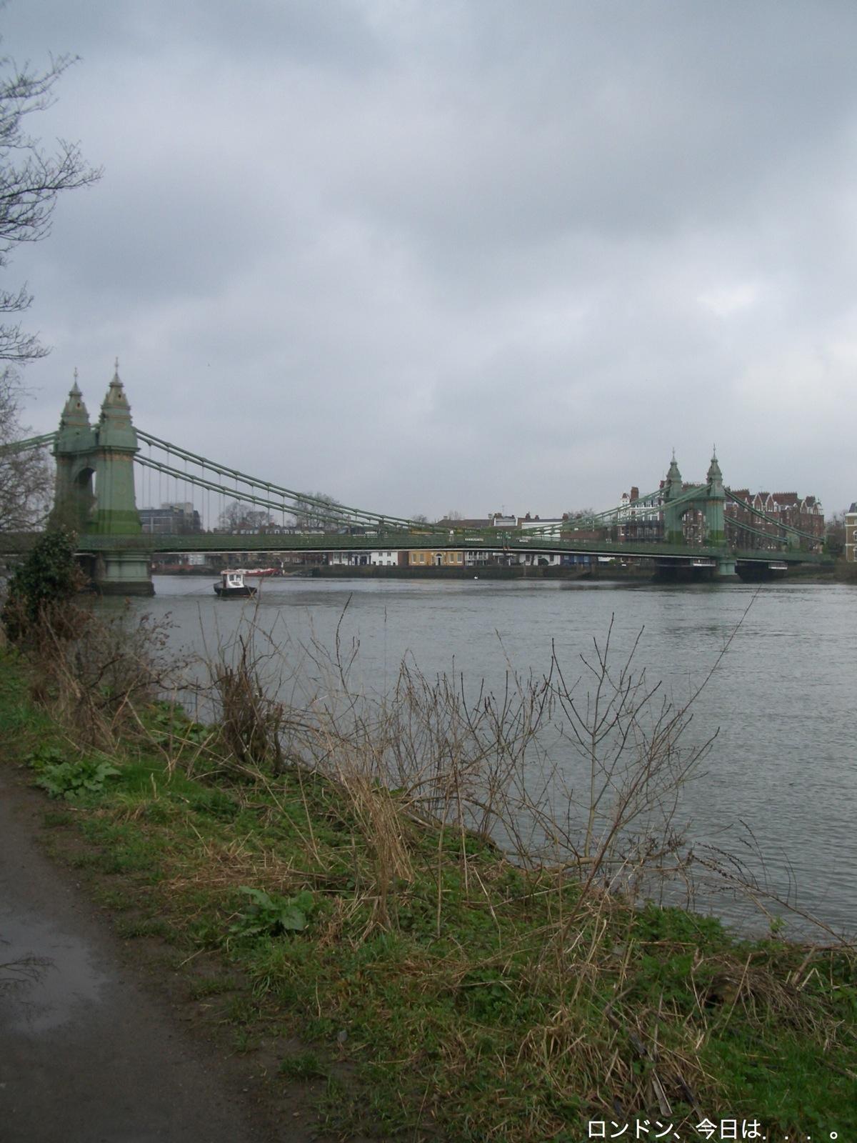 川沿いをお散歩_a0137487_2154237.jpg