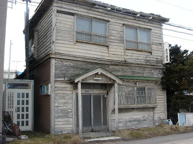 気になっていた建物と立派過ぎる通路のドア_a0158797_2258156.jpg