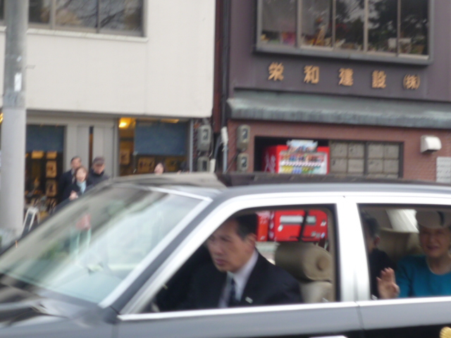 天皇・皇后両陛下、京都御所にご滞在。_f0181251_17215222.jpg