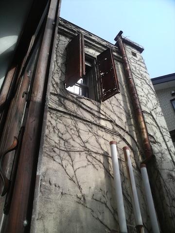 金庫室の窓_a0141072_20353074.jpg