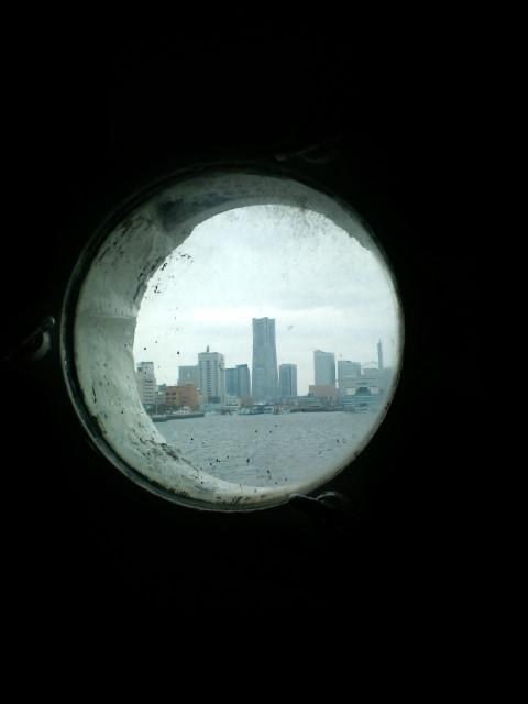 80年前の国際大型船、その船室の窓から。_b0032617_146125.jpg