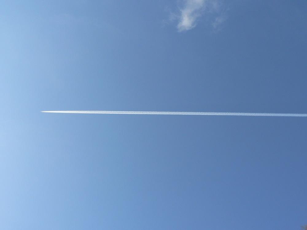 飛行機雲_d0001843_2331718.jpg