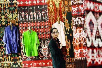 """インドネシアのデザイナー・オスカル・ラワラタさんの展覧会 \""""Aku, Ikat, Mereka, dan Kami\""""_a0054926_20264620.jpg"""