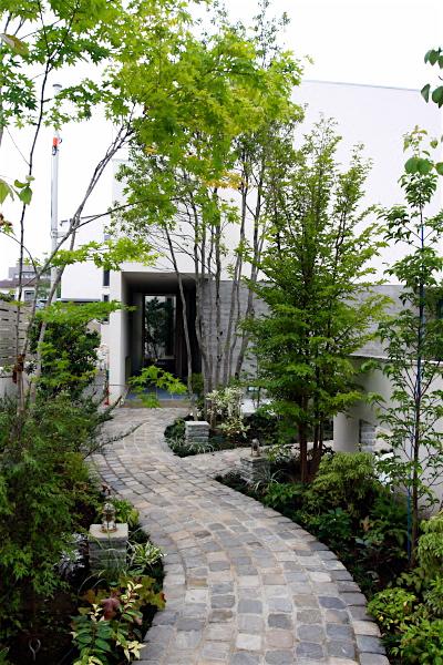 「鶴ヶ島の家」 アプローチ 玄関 坪庭 居間へ……_f0230666_15525587.jpg