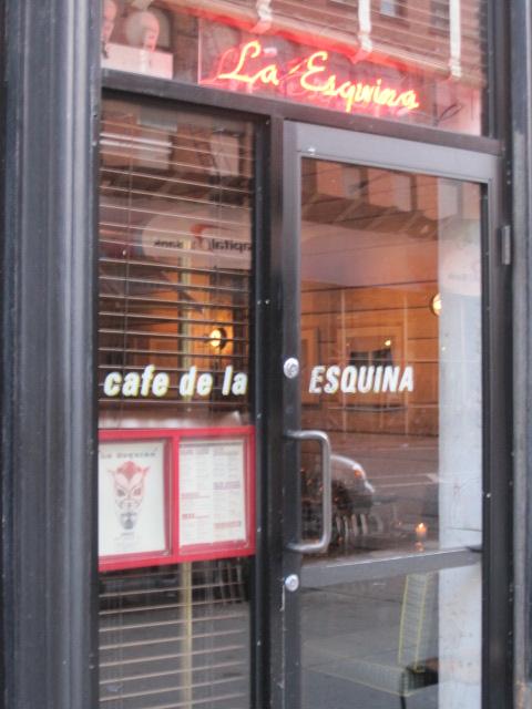 ニューヨークの人気レストラン La Esquina_e0131324_7194412.jpg