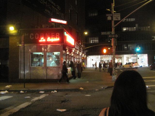 ニューヨークの人気レストラン La Esquina_e0131324_7445090.jpg