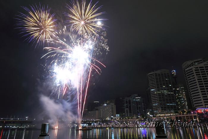 Fireworks on Darling Harbour_f0084337_2132010.jpg