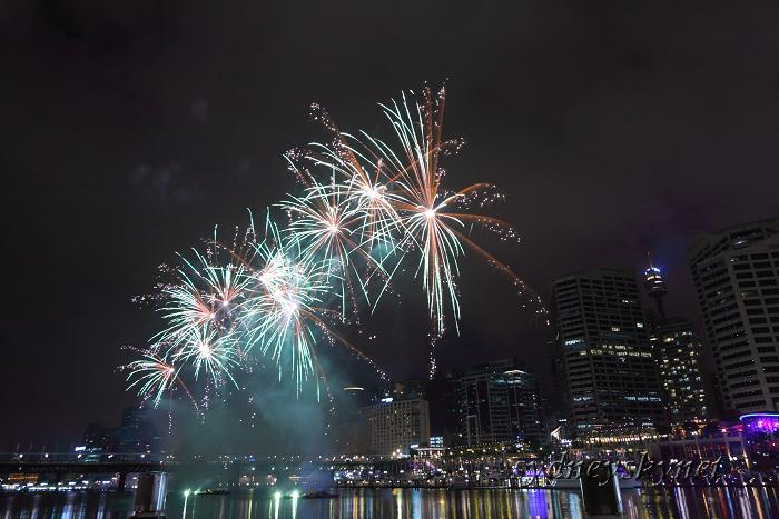Fireworks on Darling Harbour_f0084337_2142542.jpg