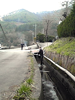 農業用水路清掃活動_c0193896_13432312.jpg