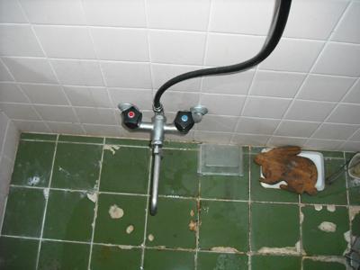 灘区T様邸浴室混合栓シャワー取替工事_e0184941_16481253.jpg