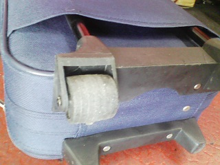 キャスター付き旅行バッグを、チューニングする。_a0163159_2141252.jpg