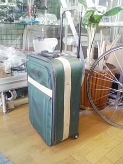 キャスター付き旅行バッグを、チューニングする。_a0163159_2173130.jpg