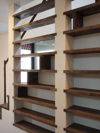「国分寺の家」 階段、階段脇の本棚  手すりのディテール_f0230666_11191754.jpg
