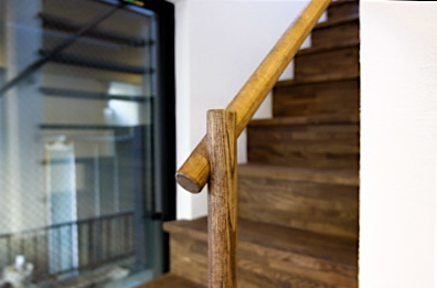 「国分寺の家」 階段、階段脇の本棚  手すりのディテール_f0230666_1122445.jpg