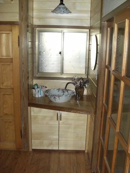 廊下から洗面所へ_a0167735_11541097.jpg