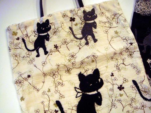 【刺繍バック】新柄「くろーばークロッチ」販売終了_f0193056_15422996.jpg