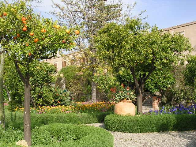 イタリア旅⑥⑦4月10,11日、タオルミーナ、チェファル観光_f0060461_11581192.jpg