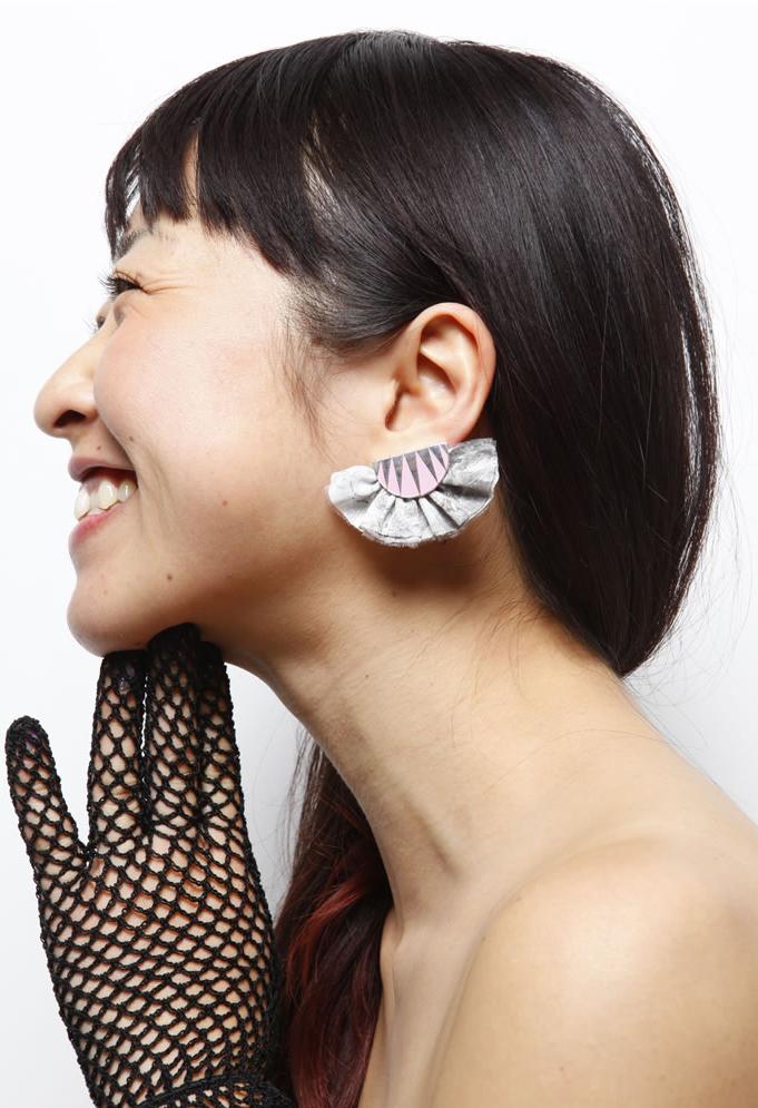 Frill earrings,new summer color_c0163890_14225629.jpg