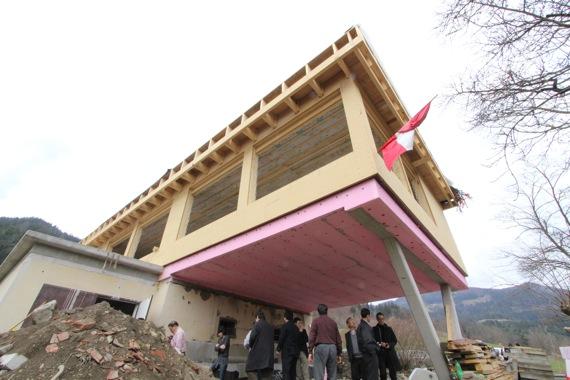 '10オーストリア・スイスのパッシブハウス・木造多層階研修4_e0054299_15132857.jpg