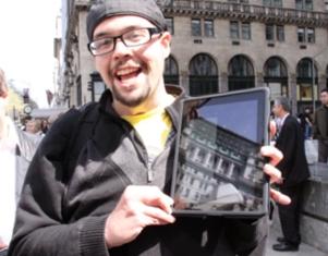 今日はiPad(アイパッド)発売日、アップル・ストア(NY5番街店)前の様子_b0007805_10363454.jpg