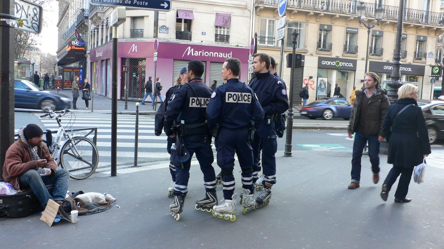 パリのおまわりさん_e0189465_1044439.jpg