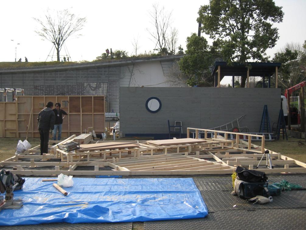 ガーデンショー進捗状況初日_e0128446_1904673.jpg