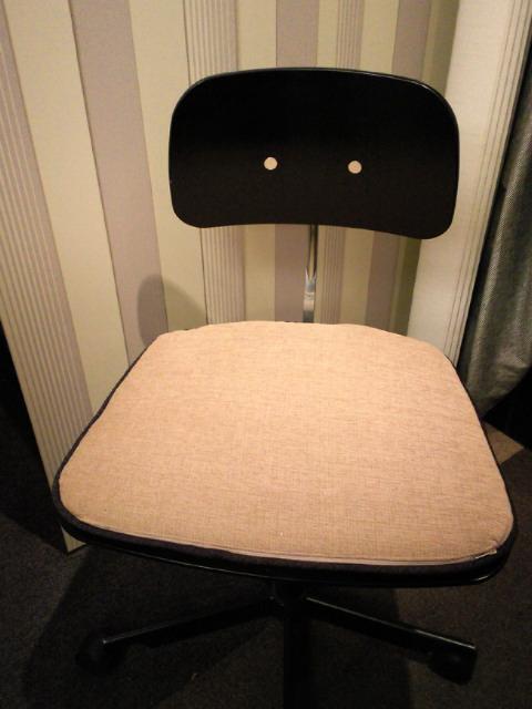 『KEVI』用シートクッションを作りました。_c0157866_2050373.jpg