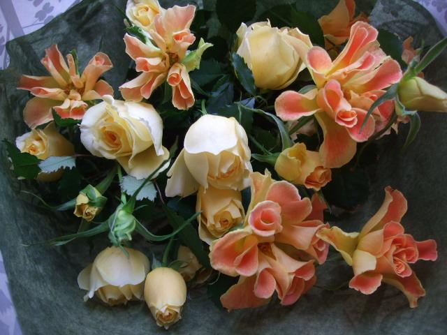 オークリーフ(薔薇・イエローエタニティーを入れた花束)_f0049672_14533367.jpg