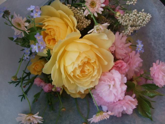 オークリーフ(薔薇・イエローエタニティーを入れた花束)_f0049672_14551632.jpg