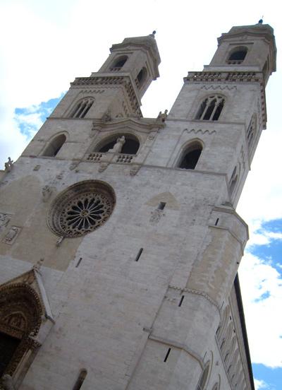 アルタムーラ 4. フェデリーコ2世が建てた唯一の大聖堂は、細部を凝視して微笑むべし♪_f0205783_15295455.jpg