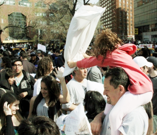 Annual Pillow Fight Day 2010_b0007805_11502080.jpg
