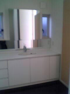 エナメルホワイトでトータルデザイン キッチン+食器戸棚+洗面台_f0222049_156291.jpg